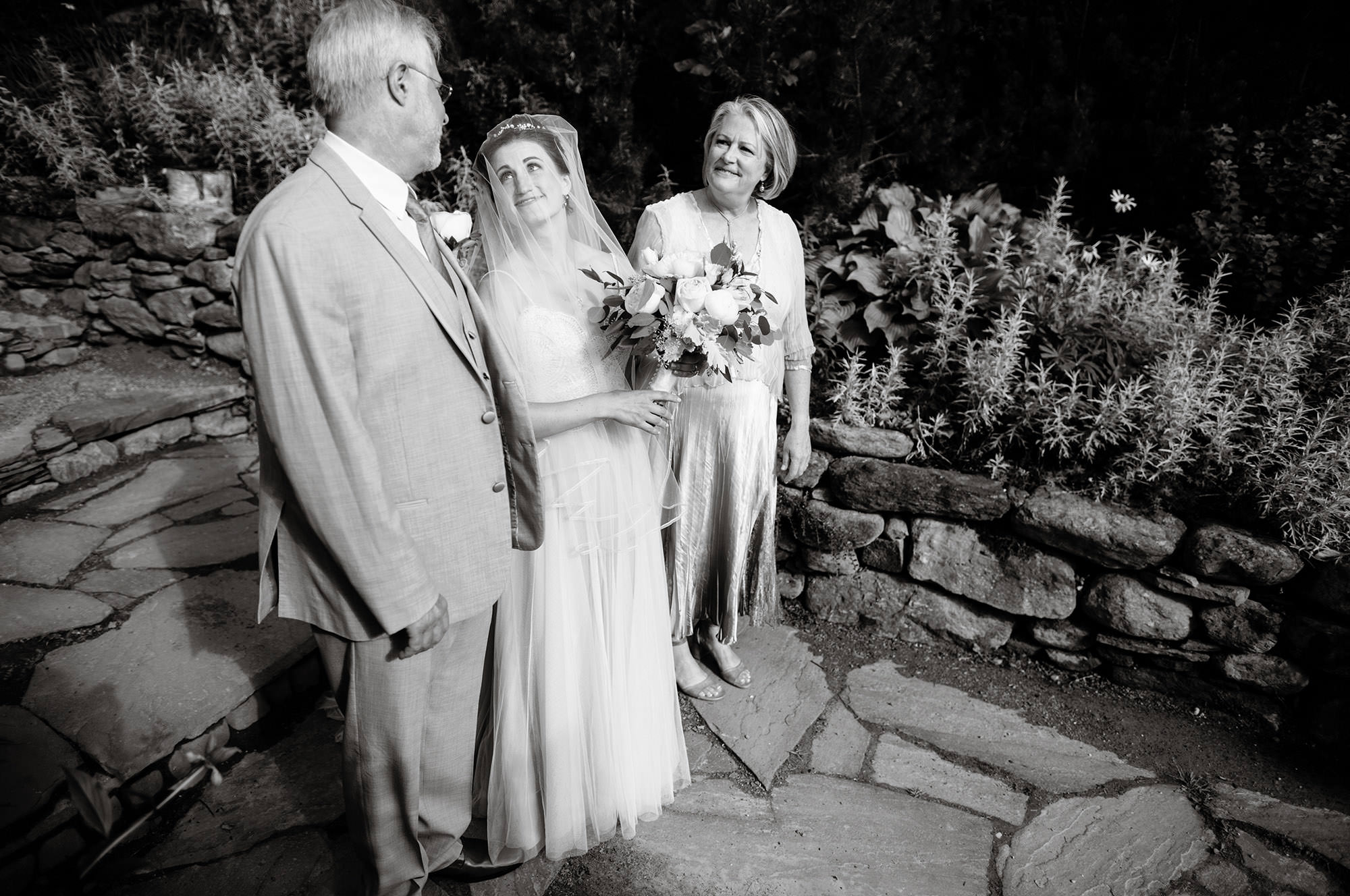 The bride waits with her parents prior to the ceremony.