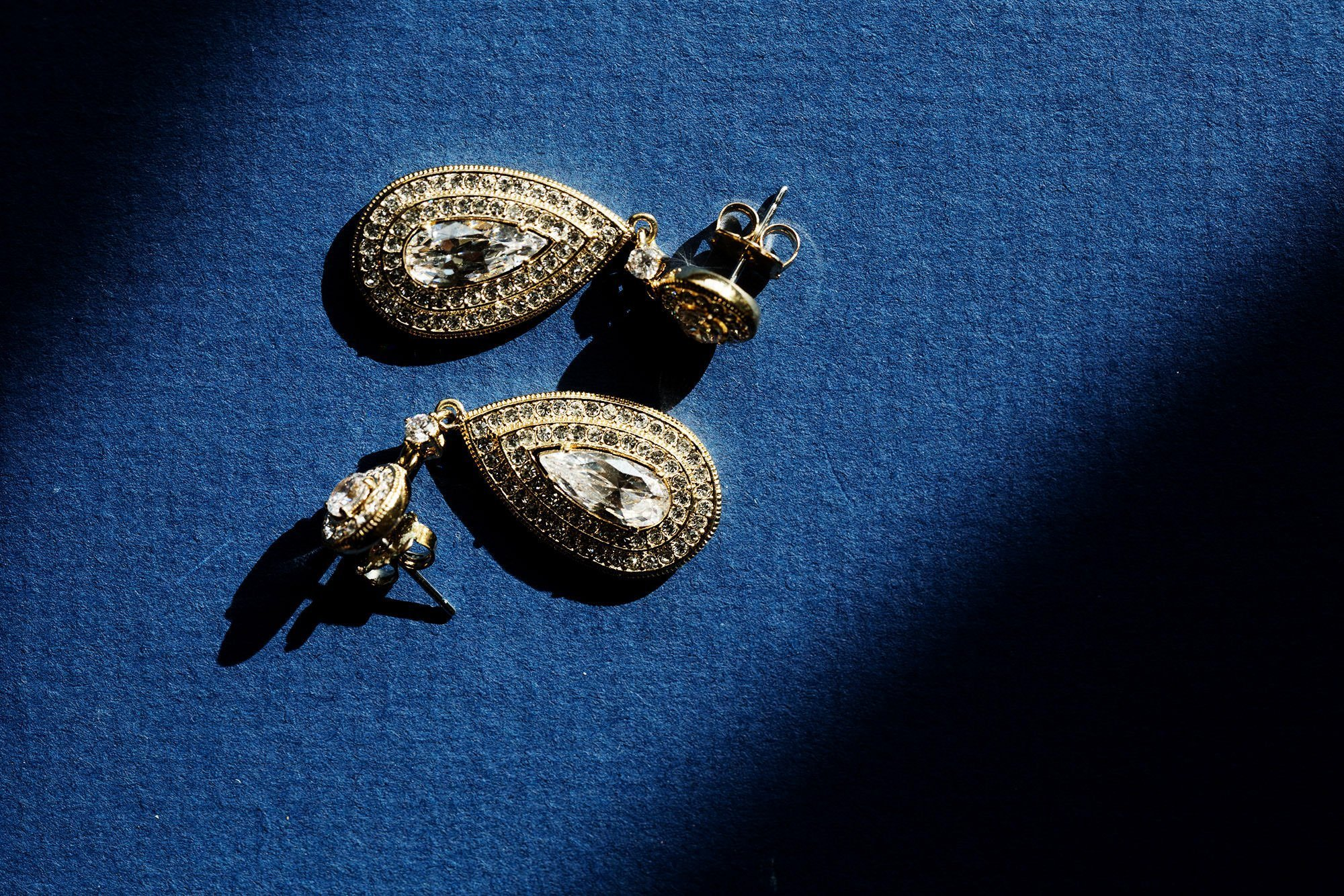 A detail of the bride's earrings.
